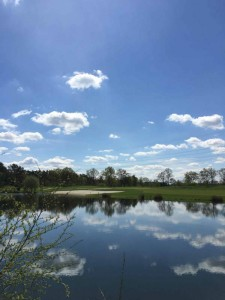 Die 16. Bahn des Green Eagle Golfcourse ist nicht nur lang. (Foto: Golf Post)