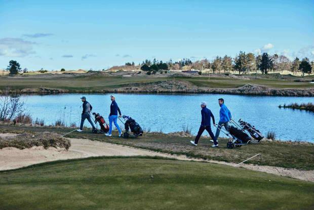 Über neun Loch duellierten sich Kjus und Golf Post mit dem ET-Profi Bernd Ritthammer. (Foto: Mike Meyer für KJUS)