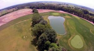 Rechts die erste Hälfte des Golfplatzes, links die ursprüngliche Mülldeponie. (Foto: GolfCity)