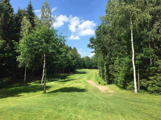 """Das """"Signature Hole"""" des """"Centre of Europe Golf Clubs"""" führt mitten durch einen Wald. (Foto: Golf Post)"""