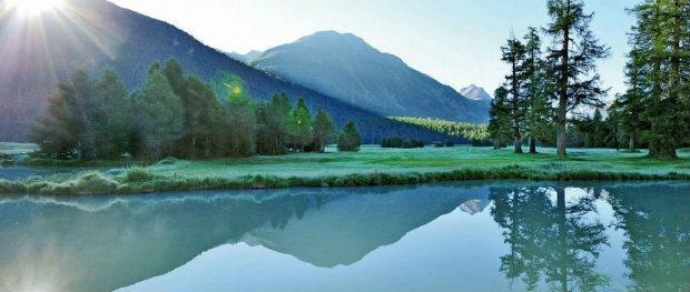 Im Engadin wartet mit St. Moritz der Luxus und traumhafte Ausblicke auf den Golfer. (Foto: Cyrus Saedi)