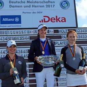 Das Podest der Damen (v.l.n.r.): Miriam Emmert (Hamburger GC), Laura Fünfstück (GC Neuhof) und Carolin Kauffmann (Marienburger GC) (Foto: DGV/stebl)