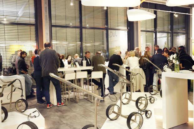 Zahlreiche Gäste folgten der Einladung von JuCad zur Eröffnung. (Foto: JuCad)