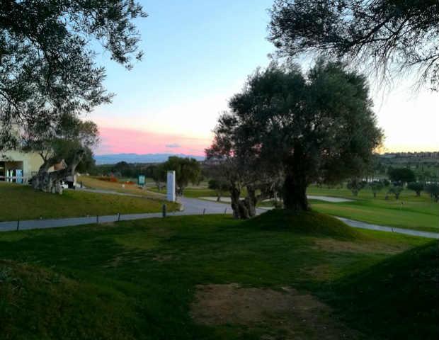 Idyllisches Golf lässt sich beim Sonnenuntergang auf dem La Plantio spielen. (Foto: Golf Post)
