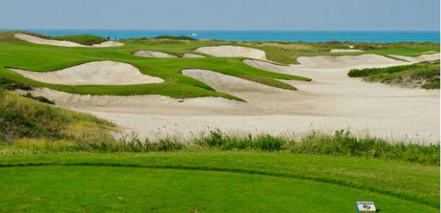 Der Blick auf den Persischen Golf vom Saadiyat Beach Golf Club. (Foto: Jürgen Linnenbürger)