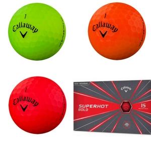 Die Callaway Superhot Golfbälle stechen durch ihren Farben heraus. (Foto: Callaway)