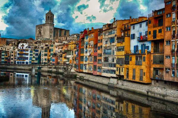 Girona ist schlichtweg eine Stadt, die man als Europäer einmal gesehen haben muss. (Foto: pixabay.com)