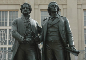 Das Goethe-und Schiller-Denkmal in Weimar. (Foto: Getty)