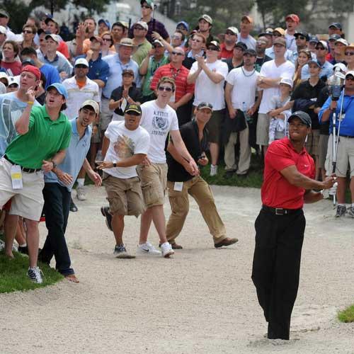 U.S. Open: Nicht nur für Tiger Woods war es bei der 108. U.S. Open nervenaufreibend. Selbst die noch am Montag verbliebenen Zuschauer konnten sich kaum halten. (Foto: Getty)