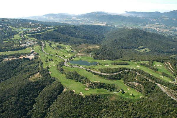 Nicht direkt an der Costa Brava aber dafür hoch in den bergen findet man Golf D'Aro Mas Nou. (Foto: barcelonagolf.com)