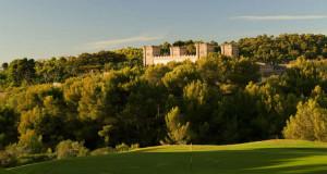 Inmitten der Berge des Real Golf de Bendinat findet man auch ein wunderschön erhaltenes Castello aus dem 18. Jahrhundert. (Foto: Real Golf de Bendinat)