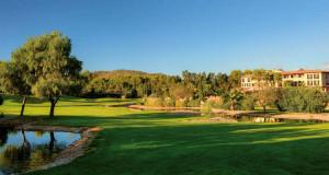 Im Arabella Golf Son Vida wird Professionalität und Herzlichkeit groß geschrieben. Das Clubhaus bietet darüber hinaus einen traumhaften Ausblick und Platz zum Verweilen. (Foto: Arabella Golf Son Vida)