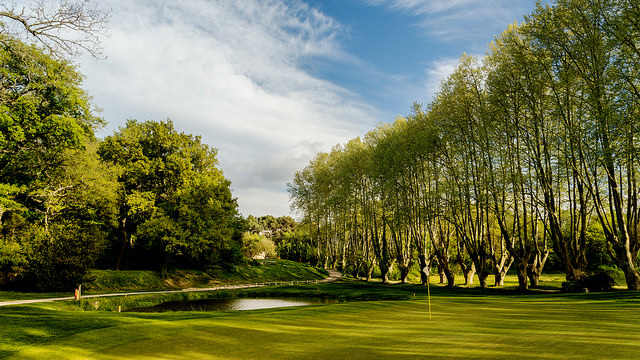 Loch 2 des Ballesteros Kurses im Golf International Pont Royal. (Foto: The Azalea Group)