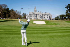 Rory McIlroy spielt in Irland vor beeindruckender Kulisse. (Foto: Performance54)