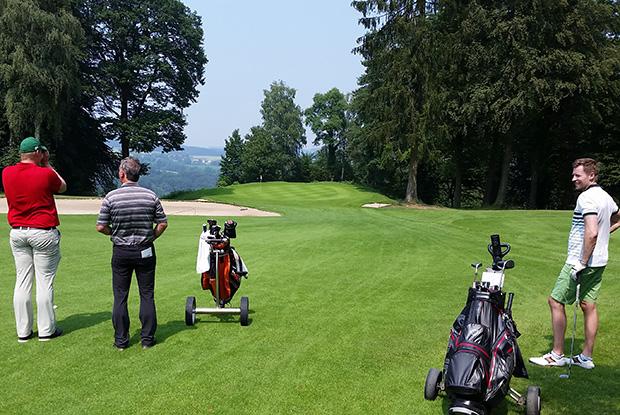 Auch nach langer Spieldauer gehen die Teilnehmer konzentriert zu Werke. (Foto: Jan Heidemann)