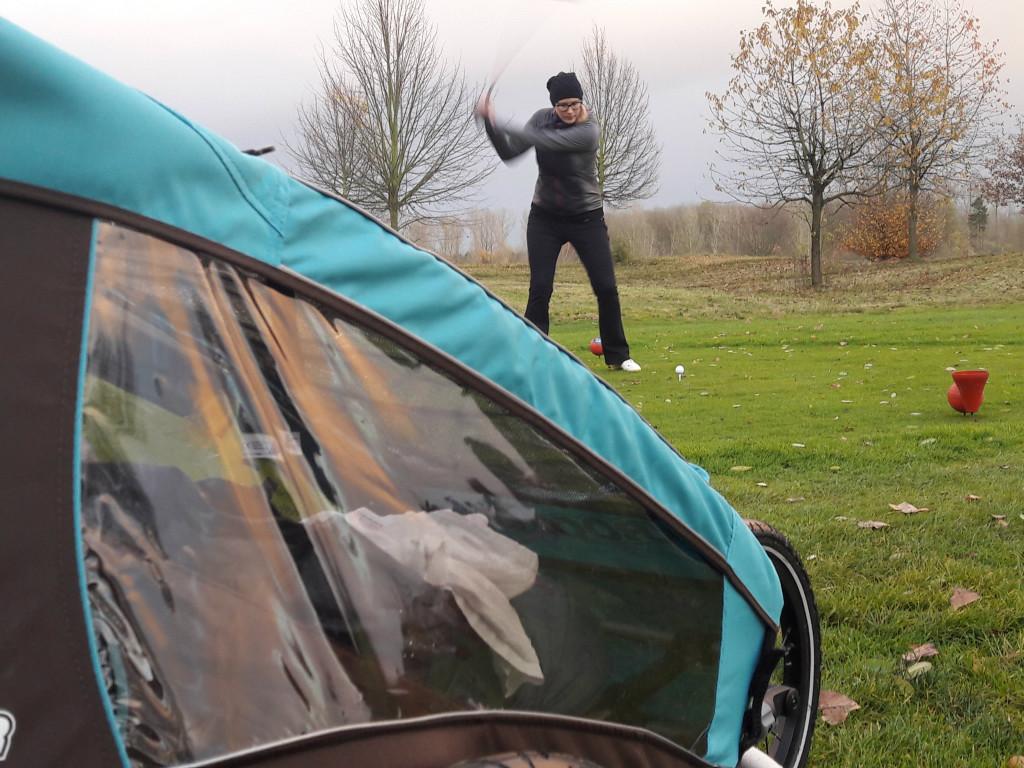 Ein Gewinn: Die Golfschläger-Kinderwagen-Konstruktion. (Foto: Maike Blankartz)