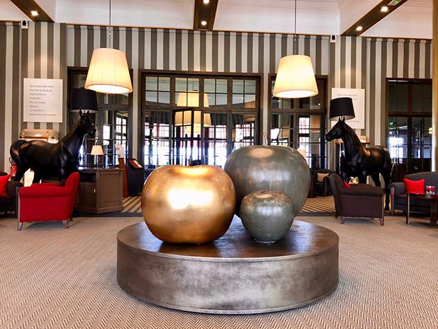 Lobby des Hôtel le Barrière. (Foto: Jürgen Linnenbürger)