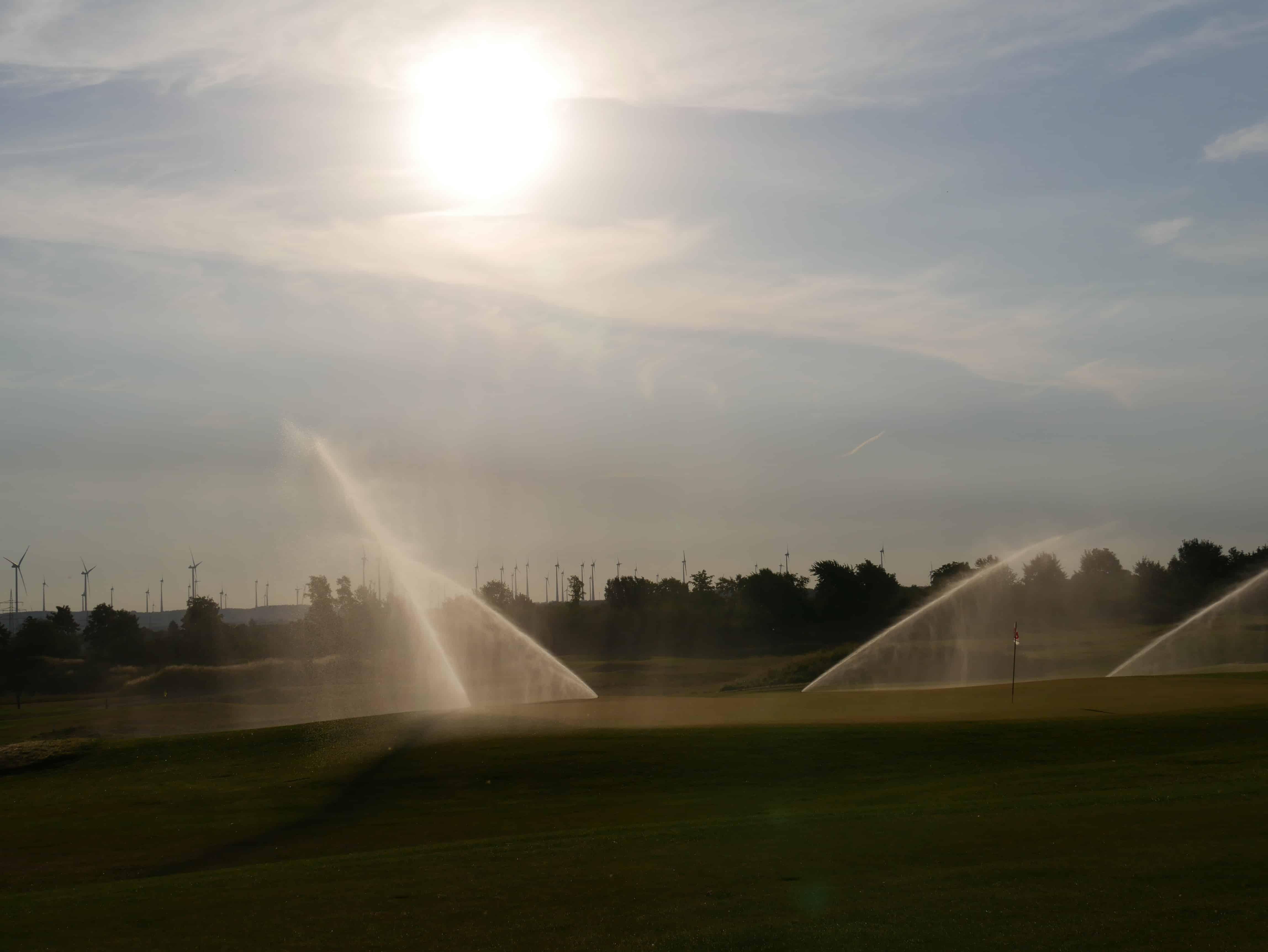 In der aufgehenden Sonne durften auch wir uns ein Bild vom Golfplatz Haxterhöhe Links machen. (Foto: Liz Bulitz)