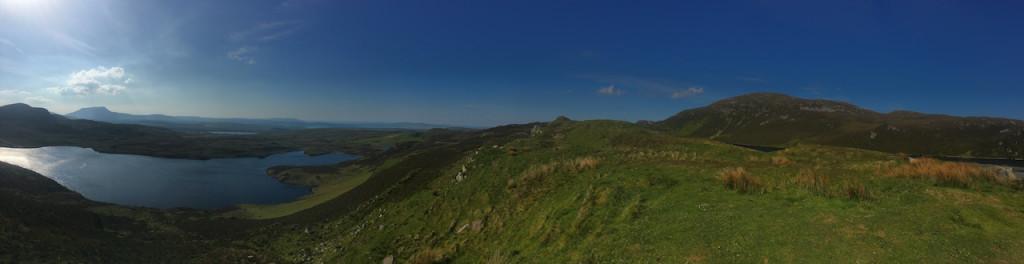 Blick in die typische Landschaft des Countys Donegal mit der Sheephaven Bay am Horizont. (Foto: Golf Post)