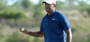 Tiger Woods teet bei der Farmers Insurance Open auf der PGA Tour auf. (Foto: Getty)