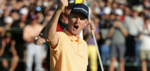 Justin Rose bejubelt seinen Sieg bei der Farmers Insurance Open 2019. (Foto: Getty)