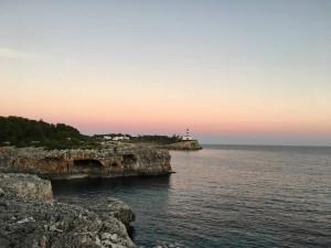 An der Hafeneinfahrt in Portocolom auf Mallorca fühlt sich der Winter wie ein Traum an. (Foto: Golf Post)