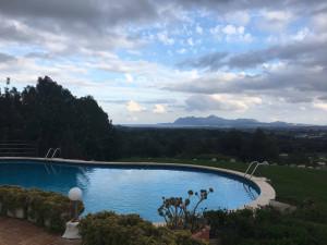 Der Pool auf der Terrasse des Clubhause im Pollenca Golf Club dürfte schon bald Geschichte sein. (Foto: Golf Post)
