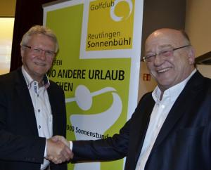 Der scheidende Präsident, Udo Rogotzki (rechts) gratuliert dem neuen Amtsinhaber, Matthias Eschle, zur Wahl für die nächsten drei Jahre als Präsident des GC Reutlingen-Sonnenbühl e.V.(Bildquelle: GC Reutlingen Sonnenbühl)