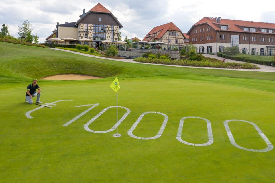 Stätte des Triumphs: Gerald Meyer nach seinem 10.000-Euro-Schlag. Foto: Spa & GolfResort Weimarer Land