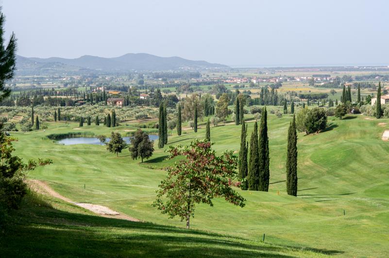 Blick über die 18. Bahn des Golf Clubs Toscana (Foto: Il Pelagone Hotel & Golf Resort)