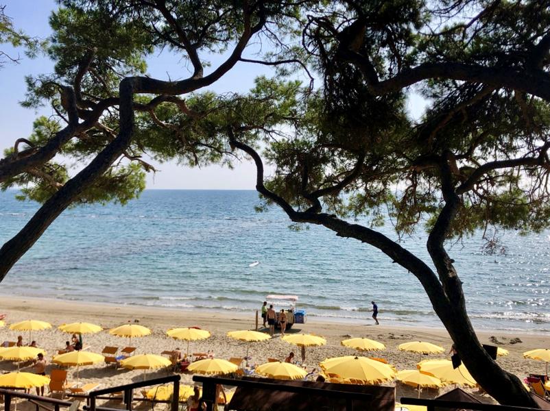 Beachclub des Il Pelagone Hotel & Golf Resorts (Foto: Jürgen Linnenbürger)