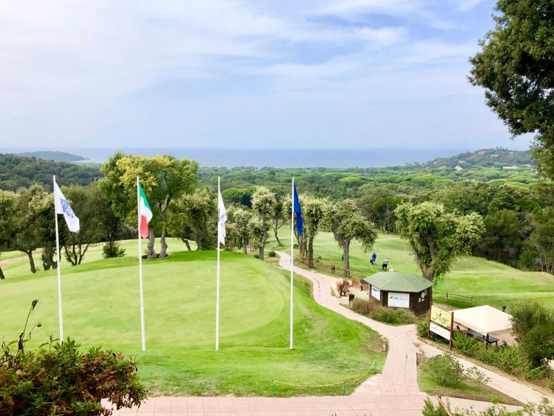 Blick von der Terrasse des Punta Ala Golf Clubs (Foto: Jürgen Linnenbürger)