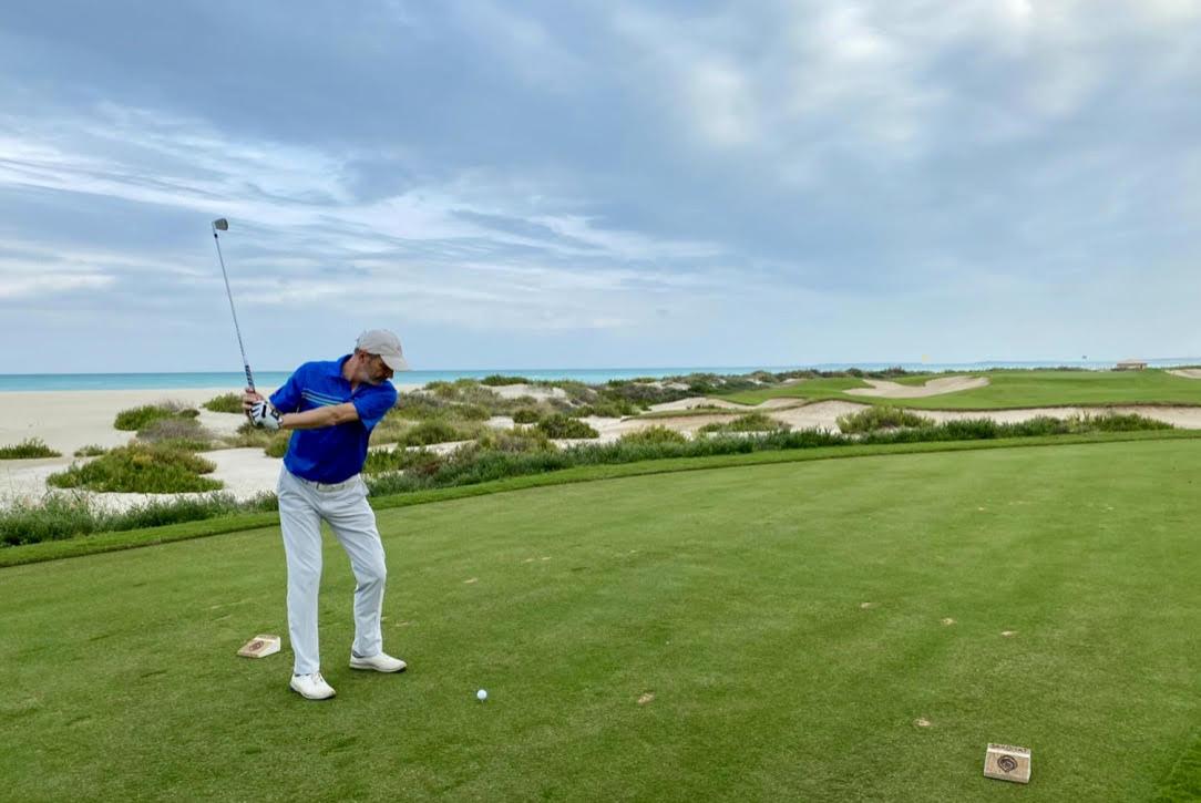 ( Foto Jürgen Linnenbürger: Siebter Abschlag des 'Saadiyat Beach Golf Clubs')