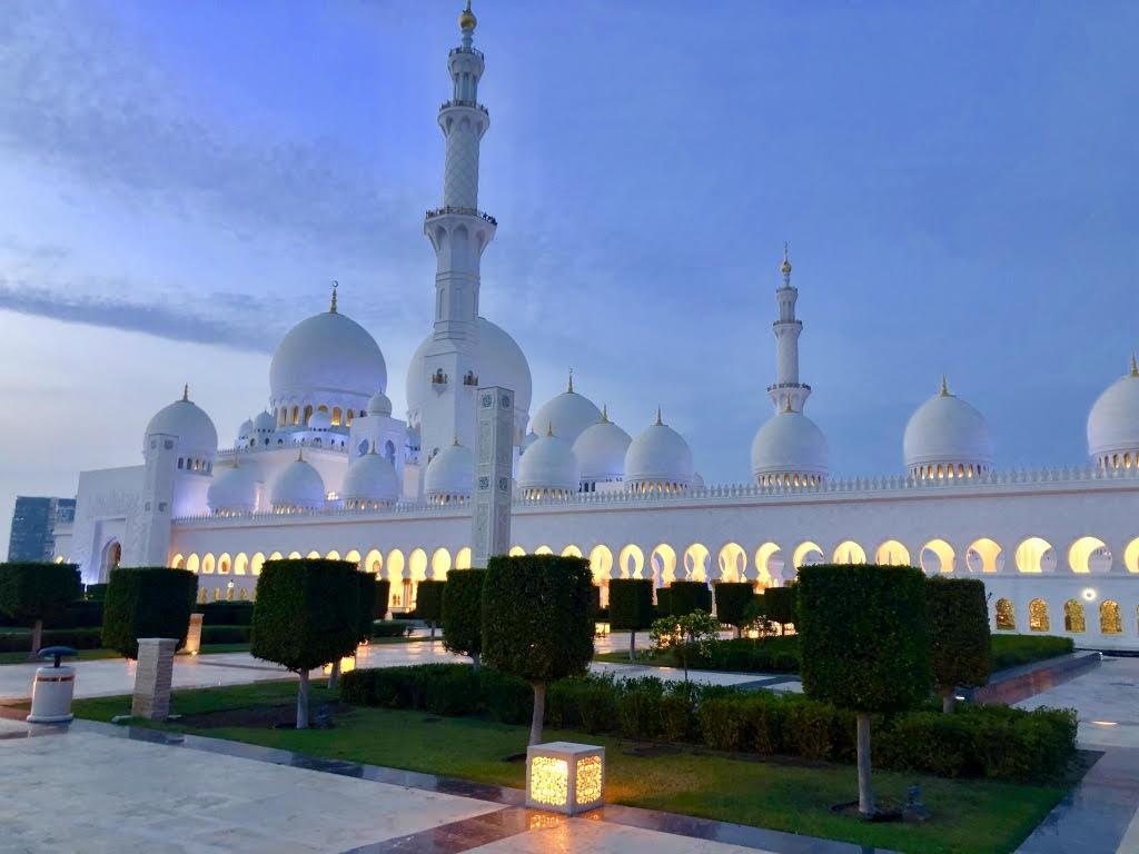 (Foto Jürgen Linnenbürger: Sheikh-Zayed-Moschee)