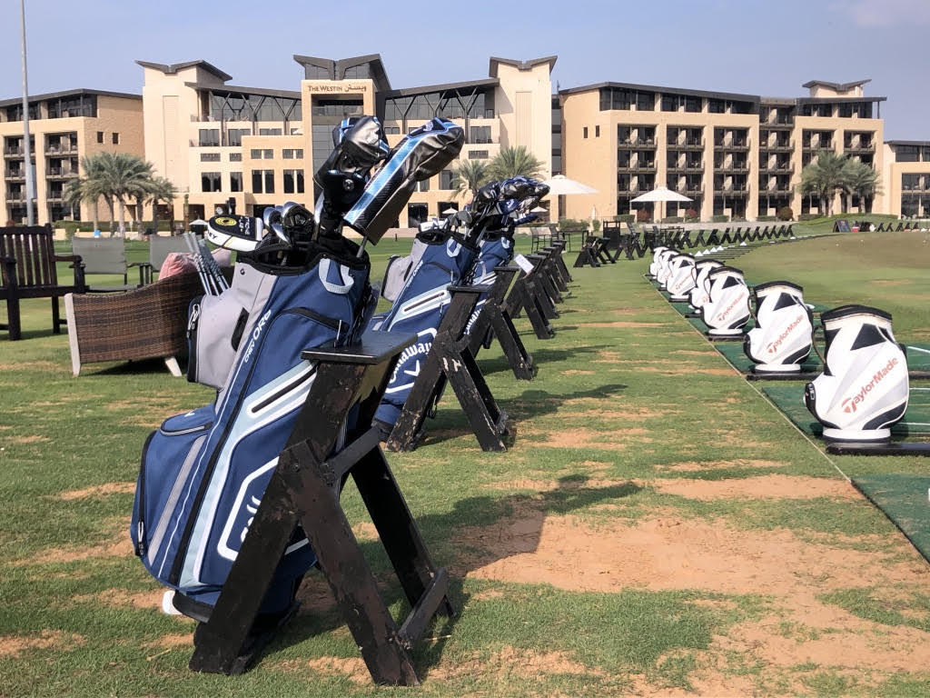 (Foto Jürgen Linnenbürger: The Westin Abu Dhabi Golf Resort & Spa mit Driving Range)