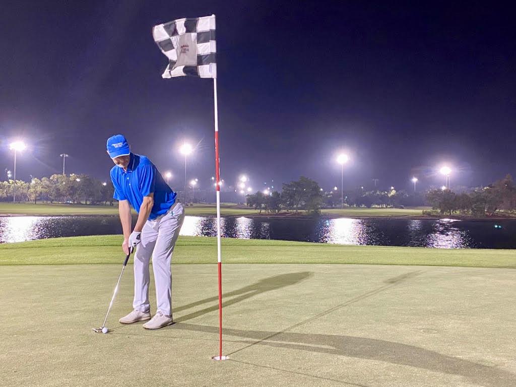 (Foto Jürgen Linnenbürger: Night Golf auf dem 9-Loch 'Garden Course' des Abu Dhabi Golf Clubs)