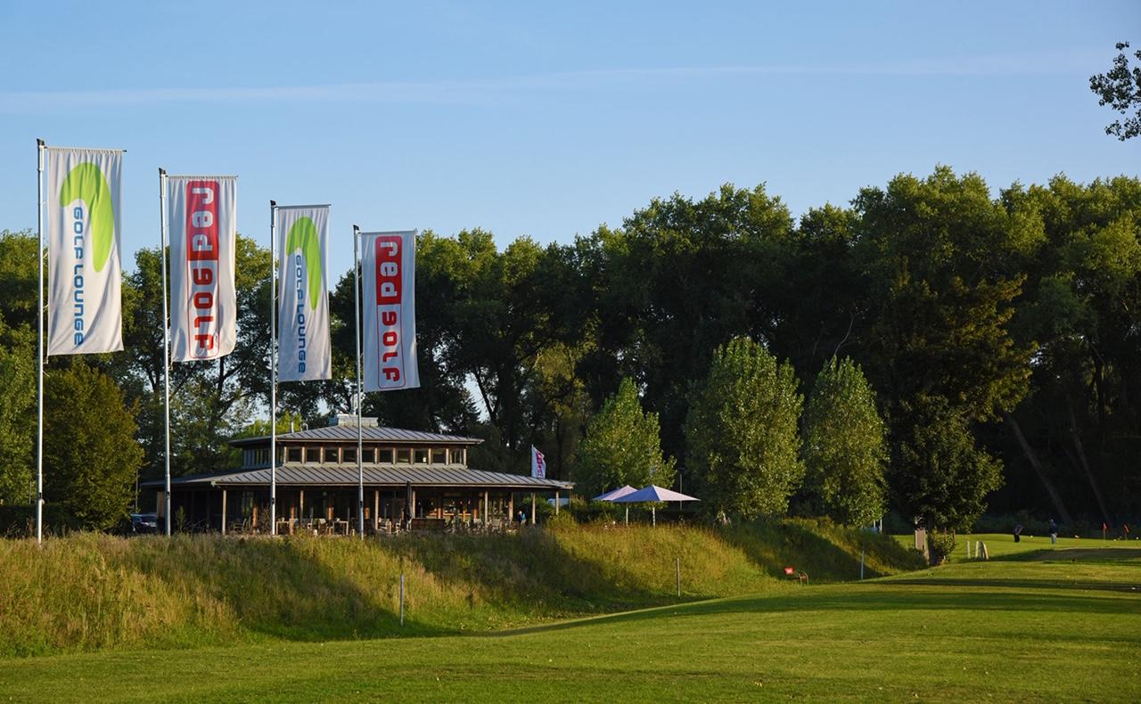 """Begegnungstätte: Die """"Elb Lodge"""", das Clubhaus in Moorfleet, ist Dreh- und Angelpunkt für alle Golf- und Eventaktivitäten. Foto: Red Golf"""