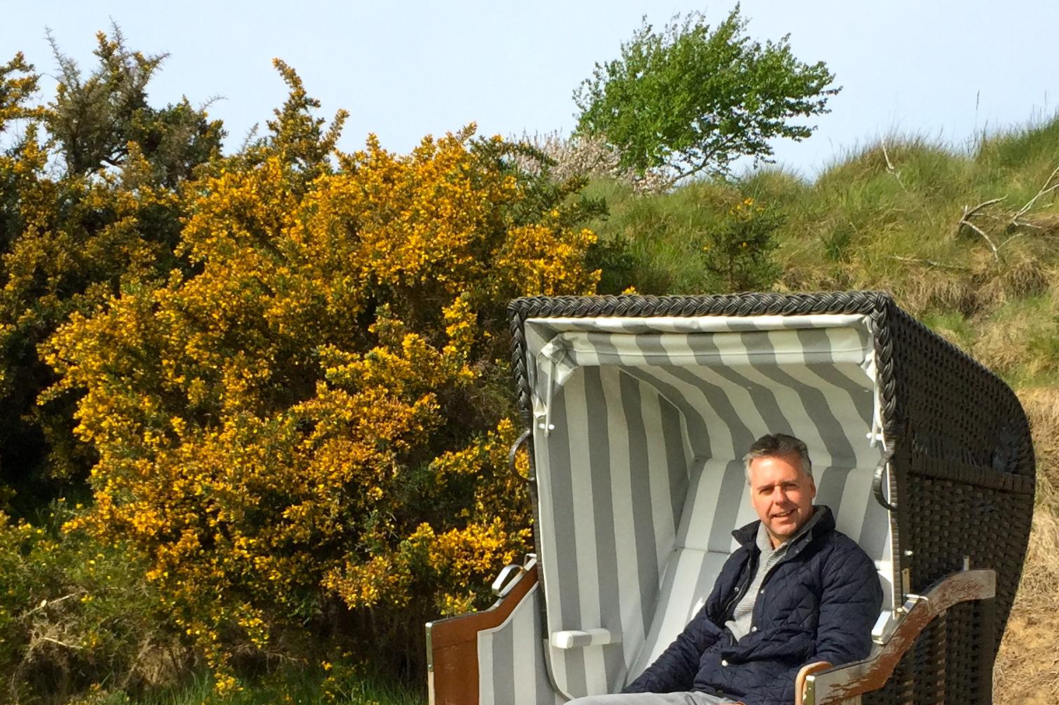 """""""Auf solchen spannenden Plätzen wird immer Golf gespielt werden"""": Dr. Reinhard Koss im Golf Club Föhr. (Foto: Michael F. Basche)"""